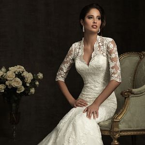 Ажурні весільні сукні з мереживними рукавами: як підібрати аксесуари?