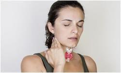 Що робити, якщо щитовидка тисне горло
