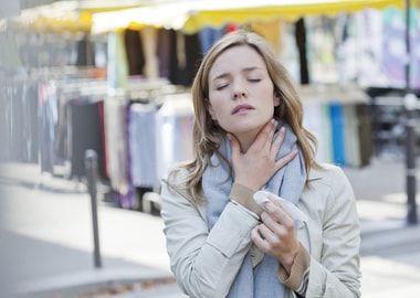 Болить горло при фарінголарінгіт