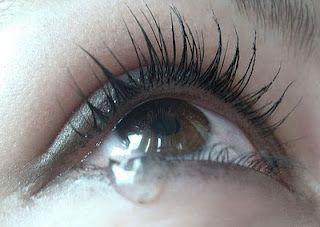 Очі червоні, запалені, сльозяться