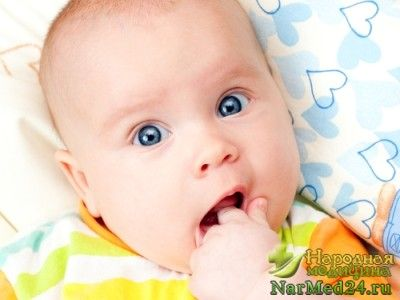 прорізування зубів - одна з причин проносу у грудничка