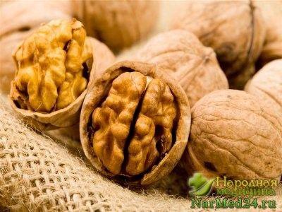 настоянка з перегородок волоських горіхів допоможе при проносі