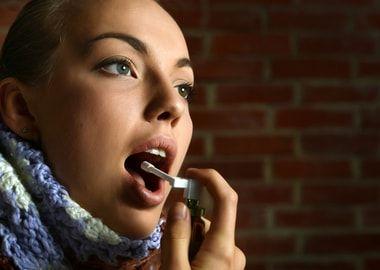 Спрей від болю в горлі