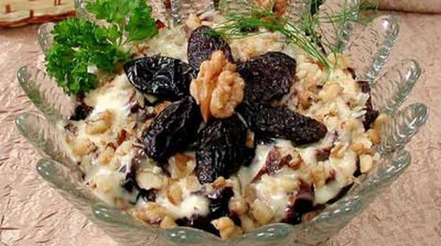 Puff-salad-with-prunes