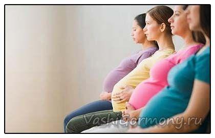 фото вагітних дамочок сидять в ряд