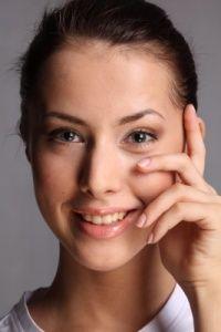 Курити сигарети не потрібно роками - вони причини мішків під очима!