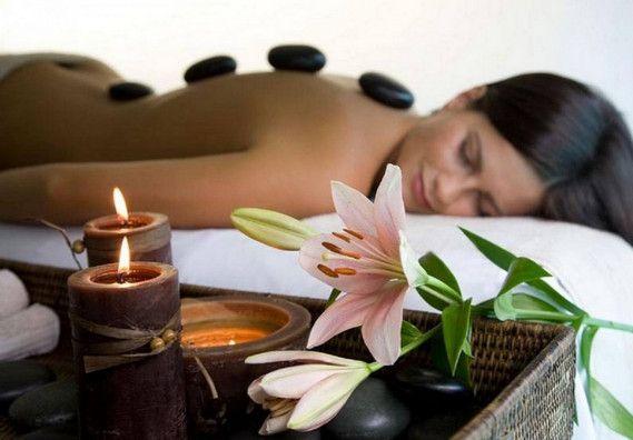 Приємний і расслаблюящій масаж гарячими каменями