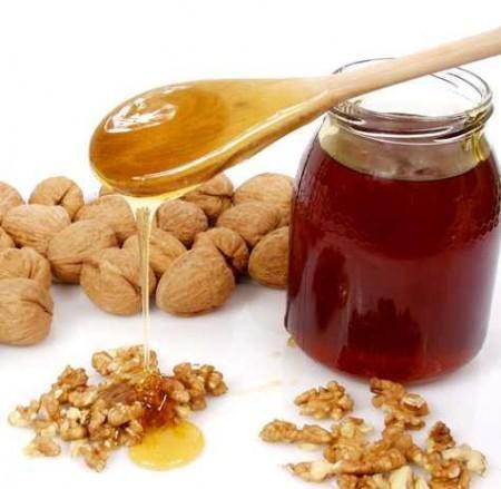 Мед, змішаний з горіхами і сухофруктами - максимум користі для здоров`я!