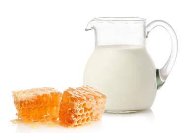 Молоко і мед для лікування горла
