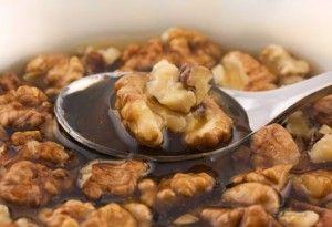Непереможний тандем на варті здоров`я, або чим корисний мед з горіхами?