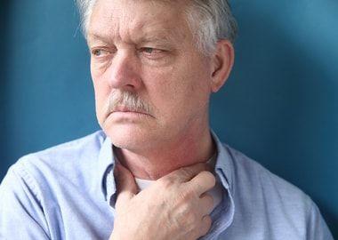 Болить горло при фарингіті і ларингіті