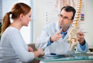 Кісткова тканина - це різновид спеціалізованої сполучної тканини, яка виконує радий важливих функцій