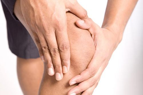 Чому хрустять коліна і що з ними робити