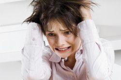 Сильний стрес у жінки як причина появи чорних місячних