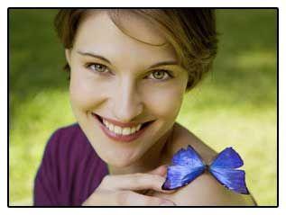 Фото-дівчина з метеликом, що символізує наслідки видалення щитовидки