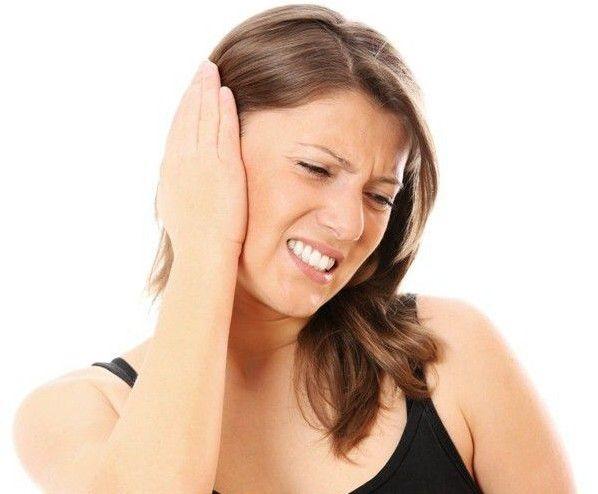 Причини появи рідини в вусі