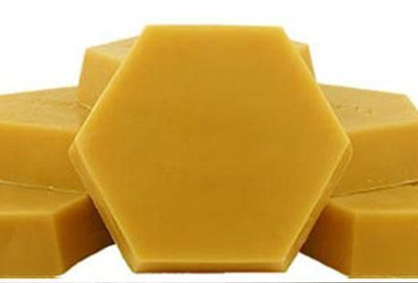 Застосовуємо бджолиний віск для здоров`я і краси