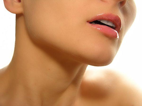 Проблеми зі збільшеною щитовидкою: основні симптоми, які сигналізують про перші ознаки руйнування організму жінок