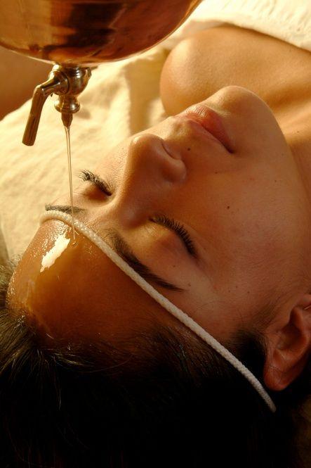 Плюси використання масляного масажу Шіродхара