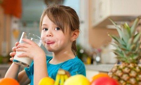 Діти люблять цей смачний і корисний коктейль