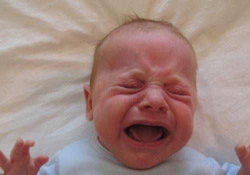 У новонародженого мозоль на губі