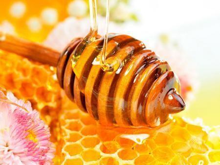 Мед бореться з прищами